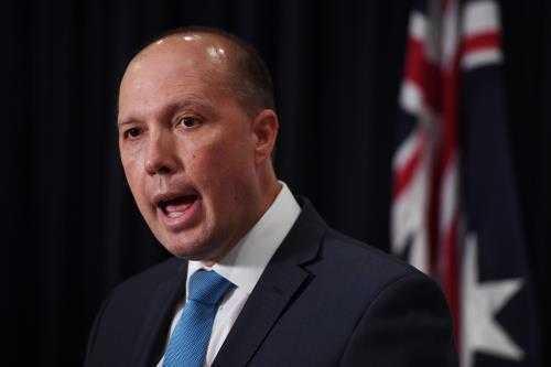 Bộ trưởng Nhập cư và Bảo vệ biên giới Peter Dutton tuyên bố chấm dứt thị thực 457 trong ngành đồ ăn nhanh. Ảnh: EPA