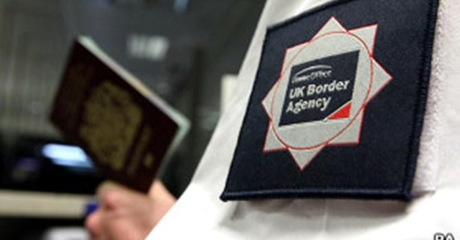 Chính phủ Anh thay đổi hướng về luật chống khủng bố được sử dụng để trục xuất người nhập cư